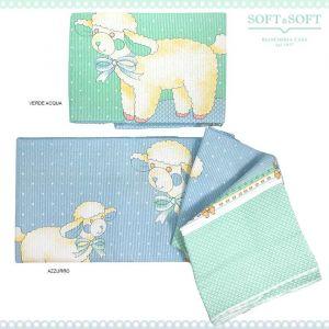 Copriletto in cotone per lettino con le sponde in due colori azzurro e verde acqua disegno pecorelle