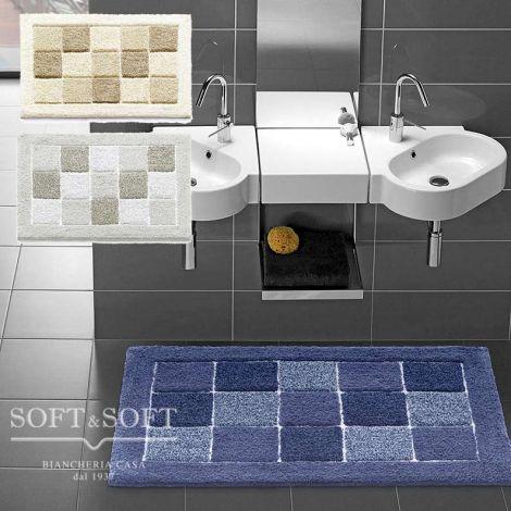 tappeto da bagno in cotone effetto velluto grosso, disegno a quadretti con cornice intera in tre varianti, toni di blu, toni di grigio, toni di Beige.