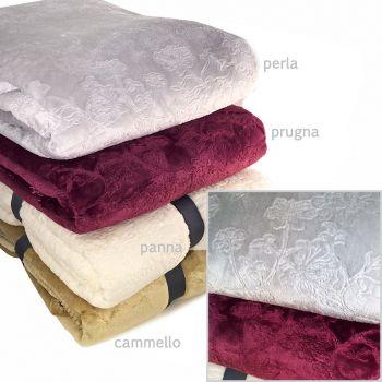 Bellissimo plaid in pile intarsiato con disegni floreali la coperta perfetta per il divano o il letto