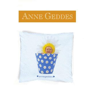 Cuscino Anne Geddes Daisy Pot, bimbo in vaso blu con margherite