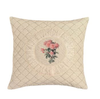 cuscino arredo di colore beige quadrato cm 40x40 con al centro ricamate un mazzo di roselline rosa in un medaglione