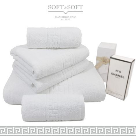 asciugamani bianchi di qualità con cesello greca