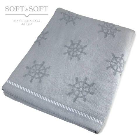 telo mare colore grigio chiaro perla, realizzato con lavorazione jacquare, che crea uni disegno piccoli timoni sparsi a tutto campo. rifinito con un bordo in strabattuto.