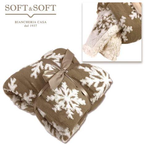 Morbidissimo plaid in pile doppiato con pelliccia ecologica effetto lana, colore tortora con fiocchi di neve bianchi